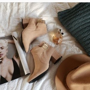Shoes - 🆕️//The Nellie// Warm Taupe bootie